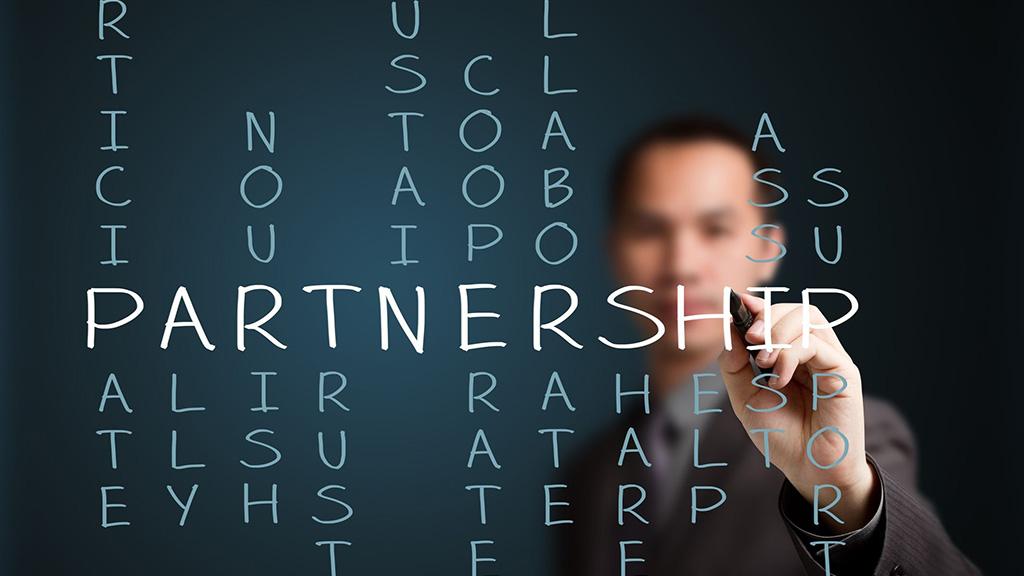 Как отредактировать информацию об организации в партнерском разделе?