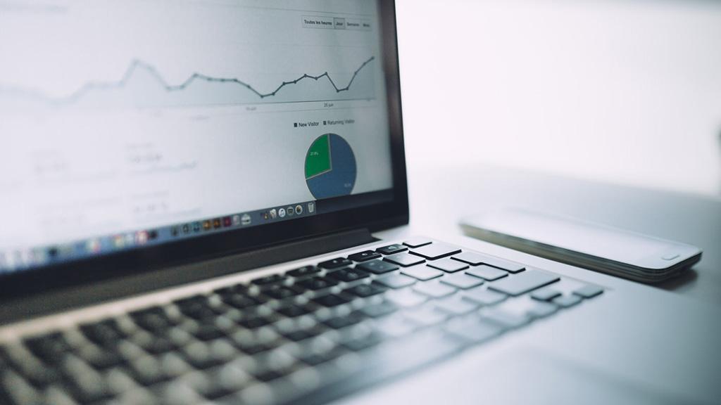 Как определить статистику переходов по размещенным рекламным материалам и партнерским темам?